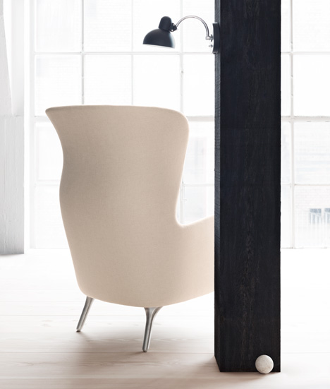 dezeen_Ro-armchair-by-Jaime-Hayon-for-Fritz-Hansen_2