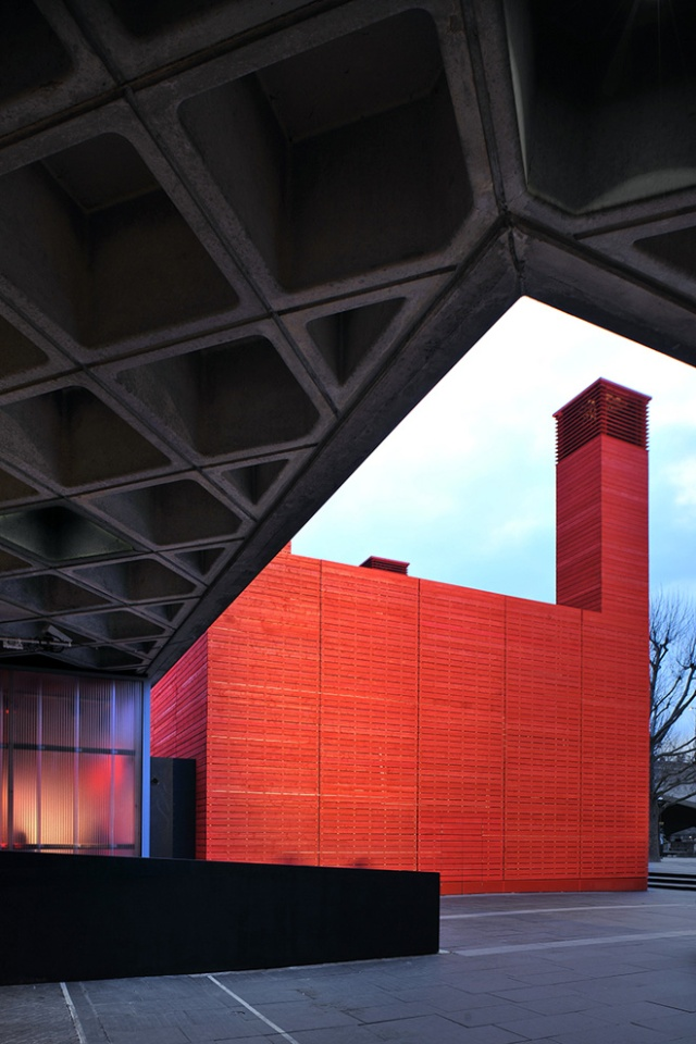 1-the-shed-by-haworth-tompkins-at-national-theatre-in-londons-south-bank