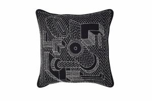 tWH-Embroidered-Cushion-Machine_Sofiliumm02